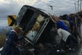 14 du khách Thái Lan thoát chết khi ôtô bị cháy lúc leo dốc