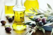 Bí quyết làm đẹp da mặt với dầu oliu hiệu quả ngay tại nhà