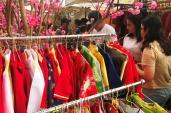 Tết Đinh Dậu: Dịch vụ cho thuê áo dài hốt bạc ở Sài Gòn