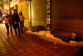 Đêm 30 ấm áp của những người vô gia cư đón Tết bên lề đường