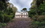Những hình ảnh hoang phế về một căn biệt thự bỏ hoang