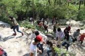 Đầu năm mới, hàng ngàn người tấp nập đội nắng đi chùa Ông Núi cầu may