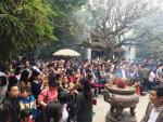 Hơn sáu vạn du khách dâng hương tưởng niệm các Vua Hùng