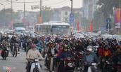Sau 4 ngày nghỉ Tết, người dân trở lại Hà Nội, nhiều tuyến đường ùn tắc