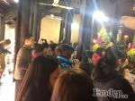Lễ cầu an ở chùa Phúc Khánh chiều tối mới chính thức nhưng từ sáng, hàng trăm người đã đổ về đăng ký và sẵn sàng đợi