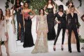 Kendall Jenner mặc váy xuyên thấu trên sàn diễn New York