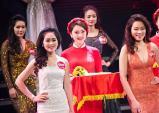 Chỉ vài phút xuất hiện, nữ PG lập tức lấn át các thí sinh Người Đẹp Kinh Bắc