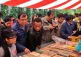 Phiên chợ sách xưa: Nét đẹp văn hóa của người Hà Nội
