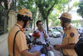 Bỏ đi khi cảnh sát giao thông dừng xe bị phạt thế nào?