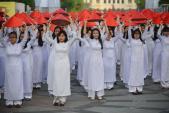 Lễ hội áo dài 2017: Áo dài Việt tôn vinh vẻ đẹp Việt