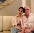 Cô gái trẻ xinh đẹp ly dị chồng triệu phú 72 tuổi vì chẳng mấy khi được ân ái với chồng