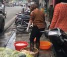 Hà Nội: Rửa lòng lợn bằng... chân, quán ăn bị phạt 4,6 triệu đồng