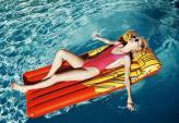 Bí quyết trang điểm cho bạn đi bơi ngày hè oi bức