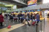 Áp giá sàn vé máy bay: Hãng lo thị phần, chỉ người tiêu dùng thiệt