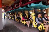 Thử thách lòng can đảm với tàu lượn dạng treo tại Asia Park