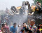 Tưng bừng lễ hội té nước của người Thái Lan