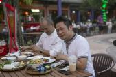 Ca sỹ Bằng Kiều trải nghiệm không gian ẩm thực Ngũ hành tại Đà Nẵng