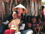 Trang phục từ thiện không điểm nào có thể chê của Phạm Hương