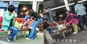 Du khách Trung Quốc đun nước nấu mì ăn liền ở sân bay