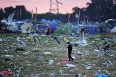 Bãi rác khổng lồ sau lễ hội âm nhạc