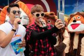 Isaac, Soobin làm 'chiến binh săn kem' tại lễ hội mùa hè