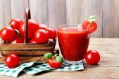 Uống nước ép cà chua đúng cách giúp chị em trẻ mãi