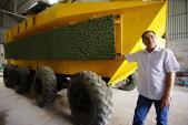 """Bán xe bọc thép 2 tỷ, """"thợ vườn"""" làm máy phát điện triệu USD"""
