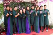 Phù dâu trong đám cưới sao Việt và sao Hoa ngữ mặc ra sao?