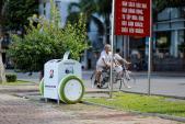 Du khách quốc tế thích thú với thùng rác thông minh ở Đà Nẵng