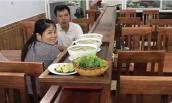 Quán phở lạ nhất Việt Nam: Phở tự chạy ra mời khách