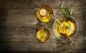 Hết sạch mụn trứng cá không lo thâm sẹo nhờ dùng dầu oliu theo cách này
