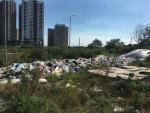 Hàng loạt chung cư bị bãi rác tạm bủa vây