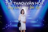 Sao Việt mặc xấu tuần qua: Diva Mỹ Linh cố