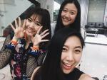 Hai cô em gái cười duyên y hệt Trấn Thành, thân thiết với chị dâu Hari Won là ai?