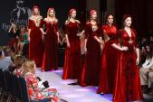 Áo dài dát vàng Việt Nam gây ấn tượng tại tuần lễ thời trang New York