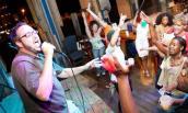 Muốn giảm béo hãy chăm chỉ hát karaoke