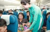 Chuyến bay Trung thu ý nghĩa nhờ những món quà nhỏ xinh