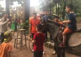 Người Hà Nội thích thú với hoạt động cưỡi ngựa tại Công viên Thủ Lệ