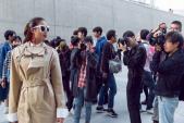 Phạm Hương thu hút cánh săn ảnh đường phố tại Seoul