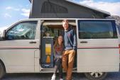 Cặp đôi biến ôtô cũ thành nhà di động chu du khắp nơi