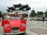 Cặp vợ chồng mua xe cổ tự lái đi du lịch qua 19 nước