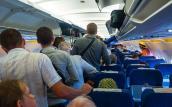 Tại sao hành khách phải đợi lâu trước khi ra khỏi máy bay?