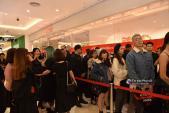 Toàn khách VIP mà vẫn phải xếp hàng dài chờ đợi mua đồ bình dân của H&M