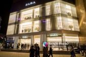 """Zara mở """"tiệc mua sắm"""" cùng ngày H&M, tín đồ thời trang Hà Nội khắp nơi đổ về"""