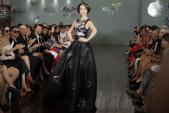 MC Thanh Mai diện váy đính hàng nghìn viên đá quý trên sàn catwalk