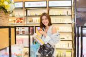HLV The Face Minh Tú phấn khích vì siêu thị mỹ phẩm của HH Hải Dương
