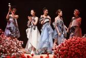 Lan Khuê đăng quang Hoa hậu trên sàn diễn thời trang
