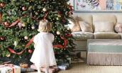 Cách trang trí cây thông Noel cực lạ khiến nhà sáng bừng