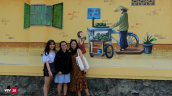 Giới trẻ TP.Hồ Chí Minh biến tường cũ thành điểm check-in mới