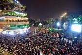 Giây phút cứu người ngất xỉu tại lễ hội đếm ngược chào năm mới